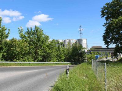 Petrostock 235 - Citernes vue entrée autoroute